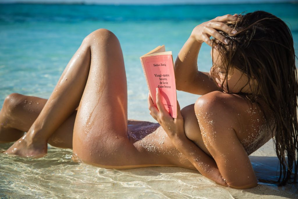 Alexis Ren Nude & Sexy (11 Photos)