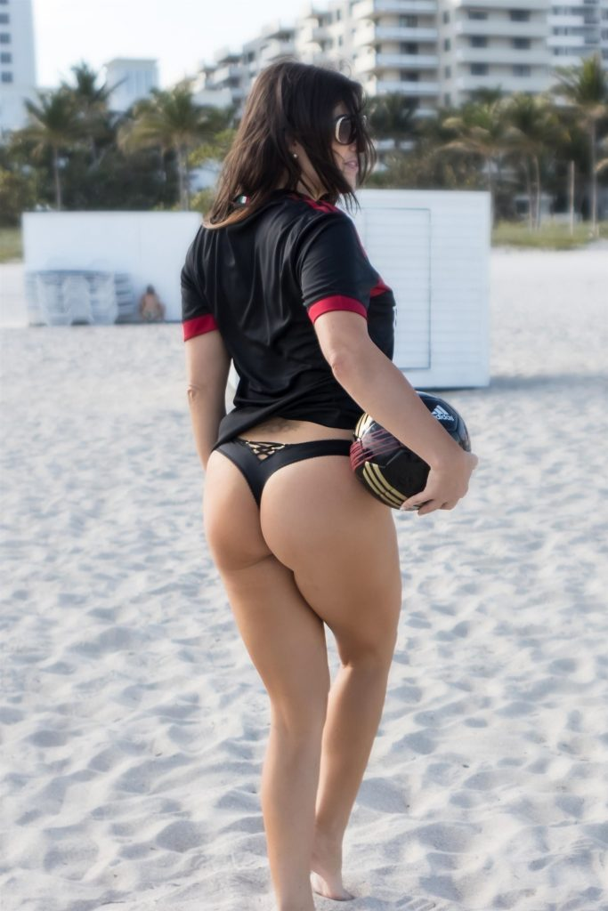 Claudia Romani Sexy (9 Hot Photos)