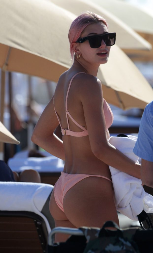 Hailey Baldwin Sexy (28 Photos)