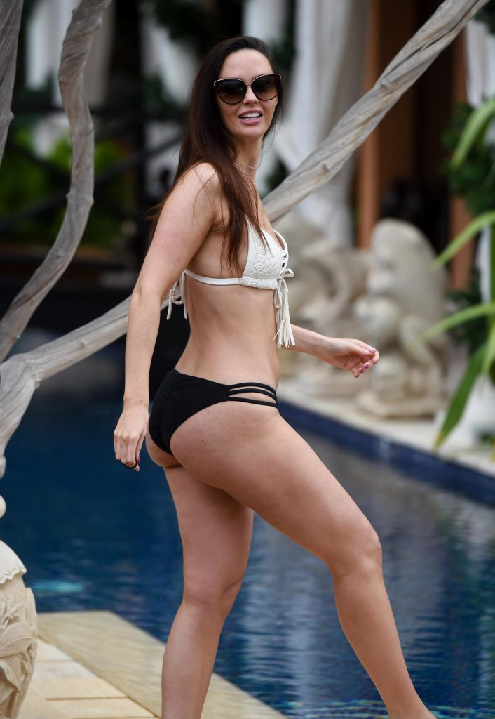 Jennifer Metcalfe Sexy (3 Photos)