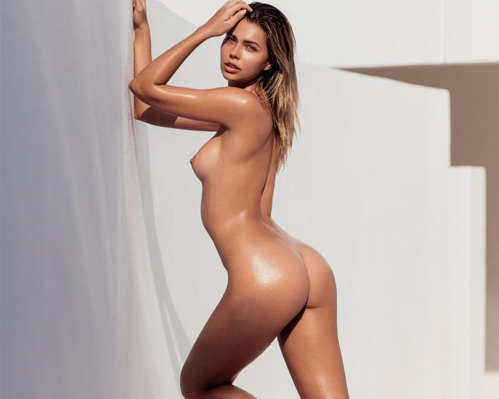 Sandra Kubicka Nude Photos Collection